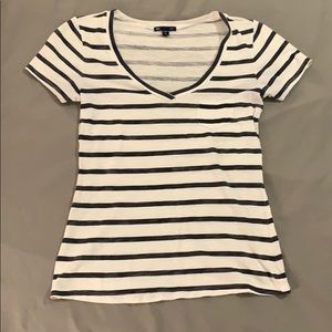 Gap White and Navy Striped V-neck XS